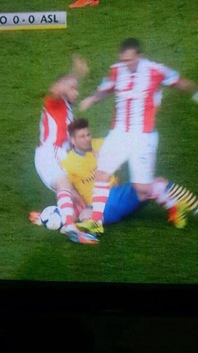 Stokes Glenn Whelan clearly stamped on Arsenals Olivier Giroud, and got away Scot free! [Picture]