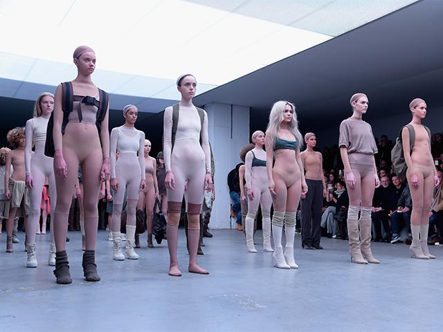 PUBLIC CFNM, Nude Men with Clothed Women - ImageFap