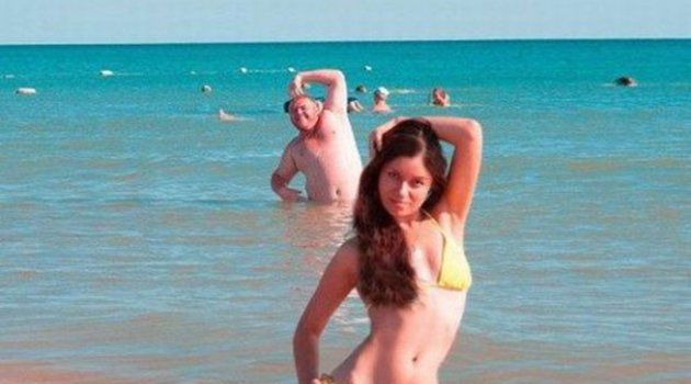Bilderesultat for wtf girls photobomb
