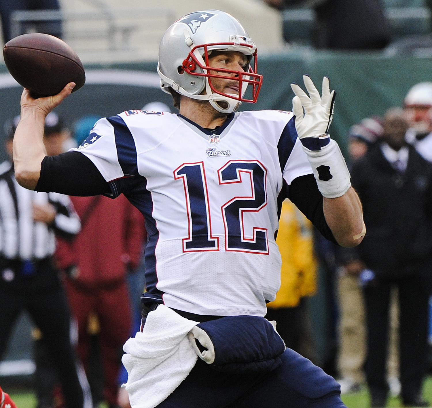 tom brady spends time with throwing coach during playoff - HD1500×1418