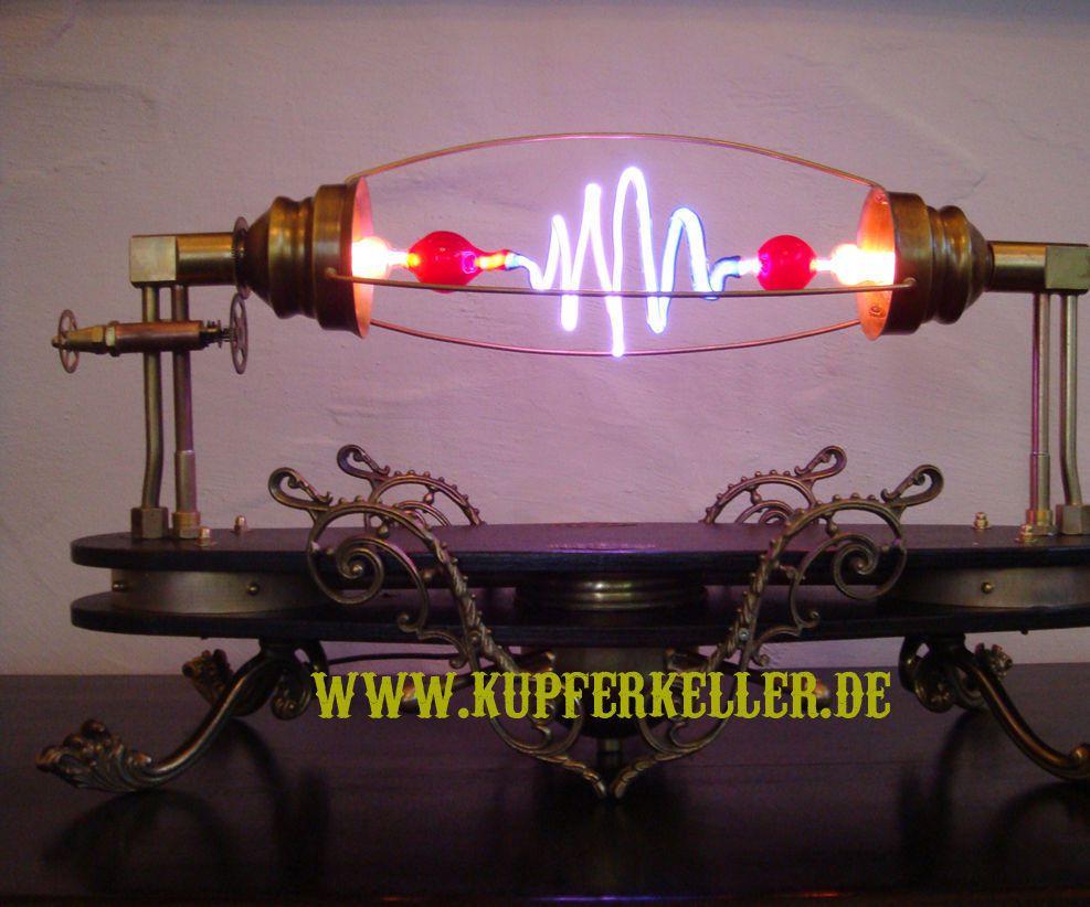 Hi Voltage Lamp : Aetheria circumducitur a steampunk high voltage lamp