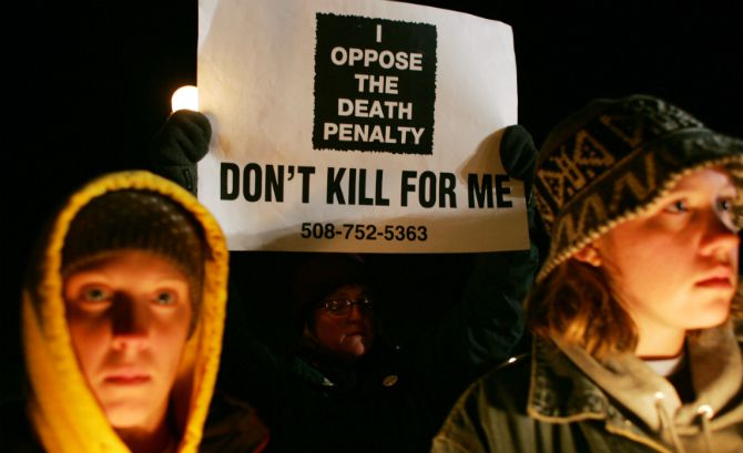 the cons of the death penalty Some of the pros of the death penalty are that it frees more space for incoming prisoners, therefore we can pay less taxes the amount of space taken from prisoners who have a life sentence take up to much space and the death penalty would prevent that from happening.