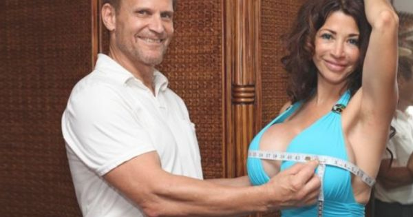 do-women-like-men-playing-with-their-breast