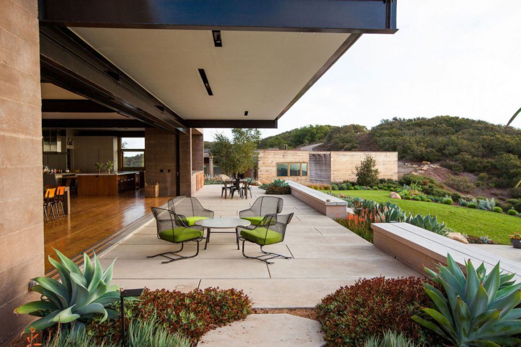 Toro Canyon House by Bestor Architecture | HomeDSGN
