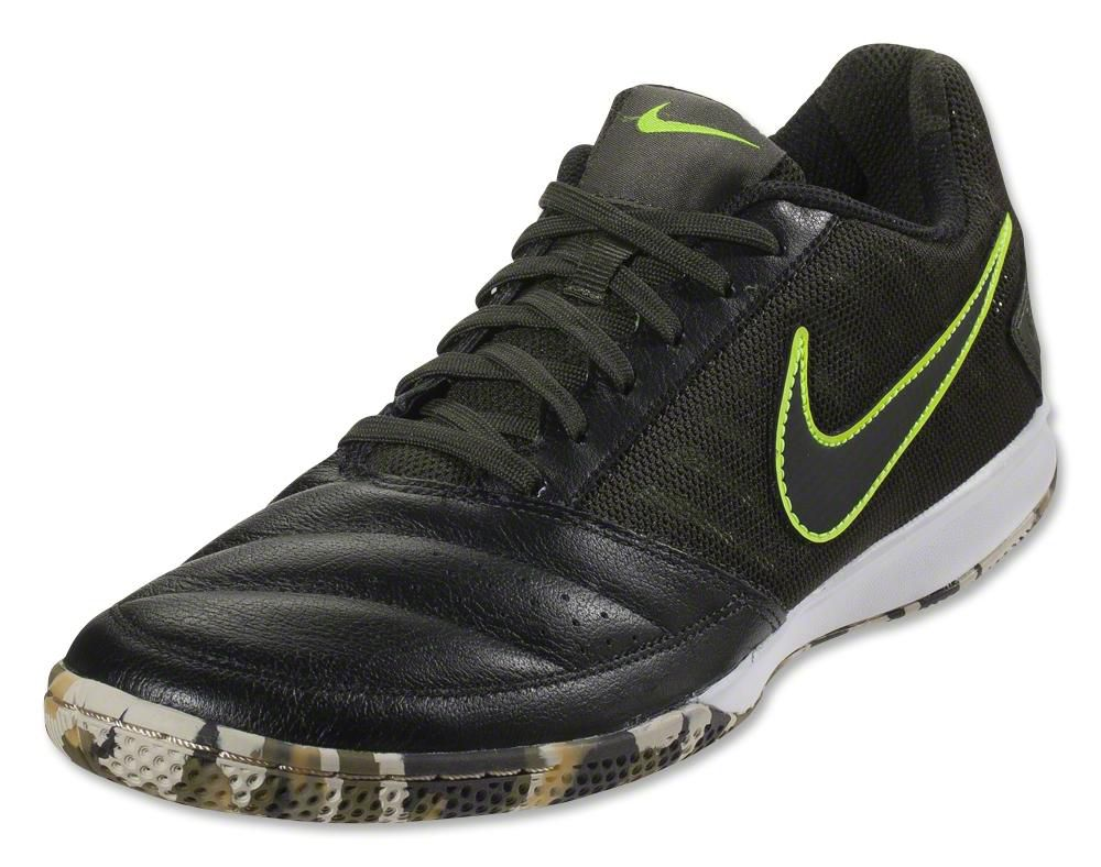 Nike Bomba Shoes