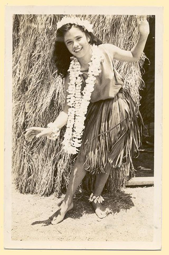 Vintage Hula Girls - 26 Charming Snapshots Of Women In -2382