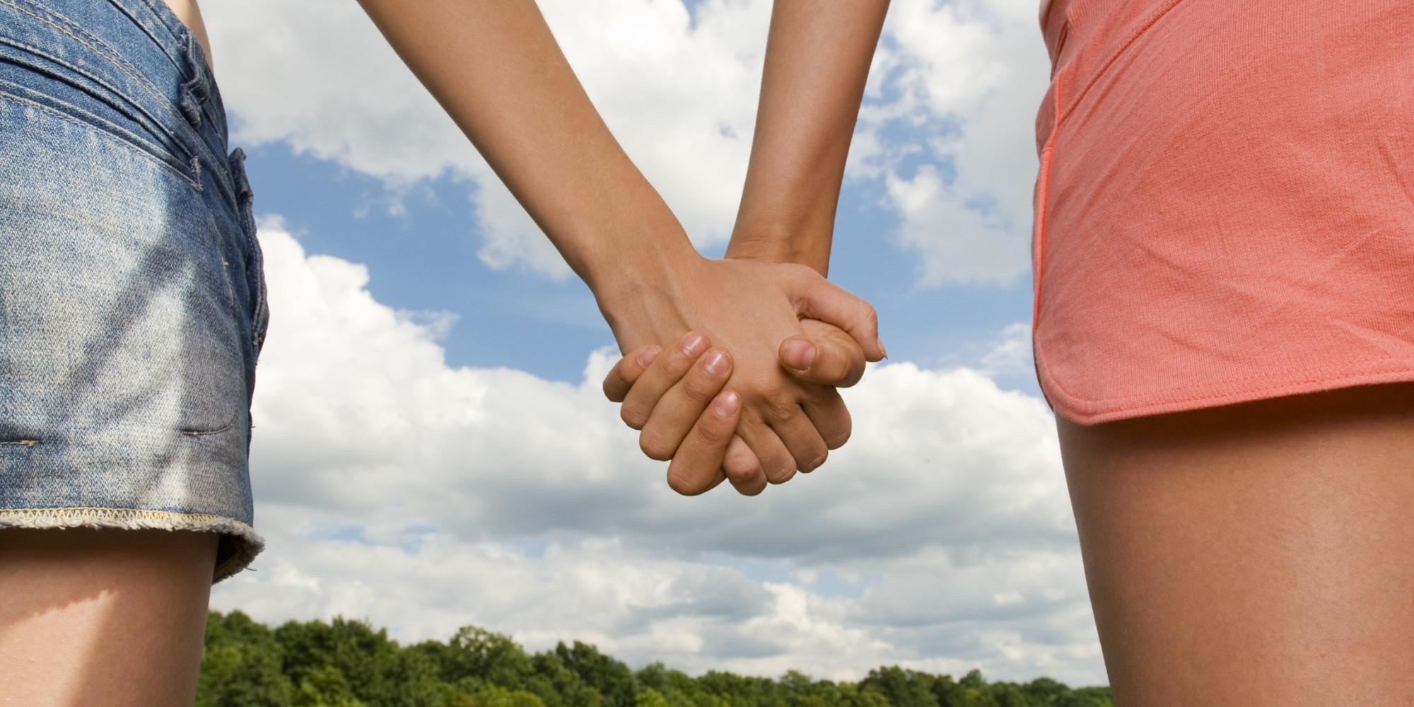 Картинки две девочки держатся за руки, картинках экзамены пдд