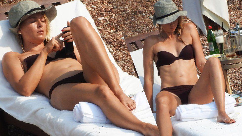 Smokin' Hot! Maria Sharapova Flaunts Bikini Body In ...