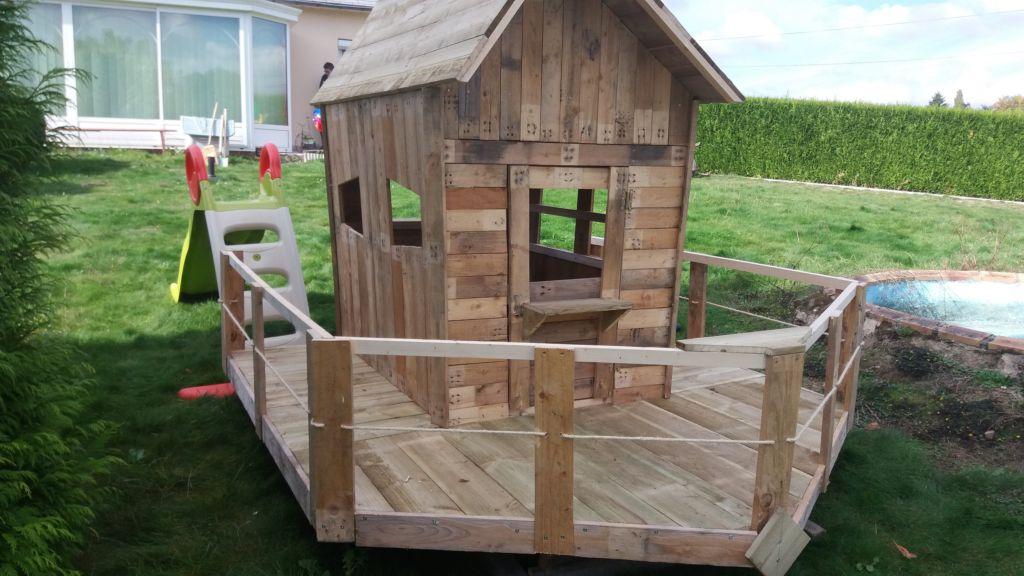 small pallet playhouse petite cabene en bois de palette. Black Bedroom Furniture Sets. Home Design Ideas