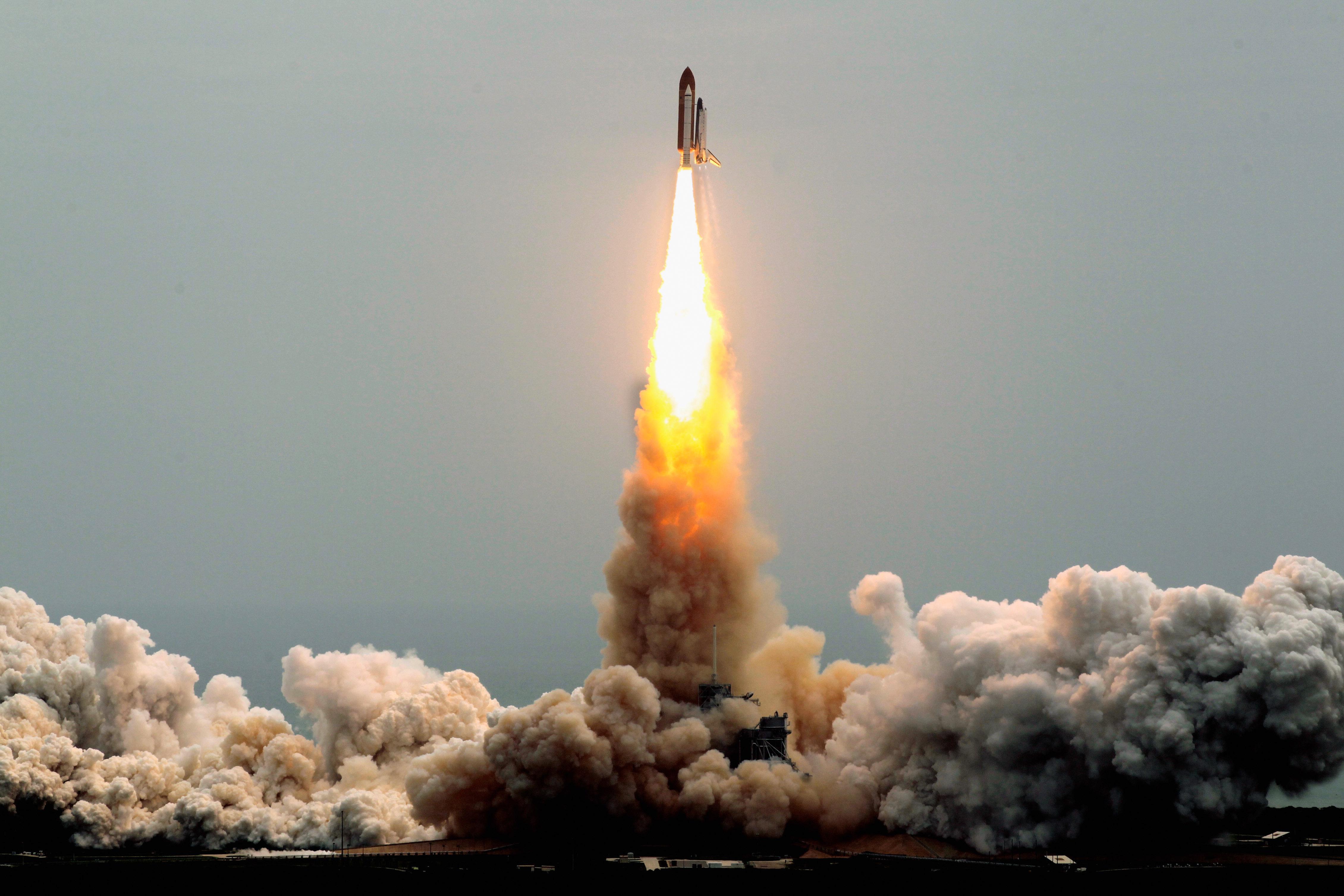 future rocket taking off - HD1650×1070