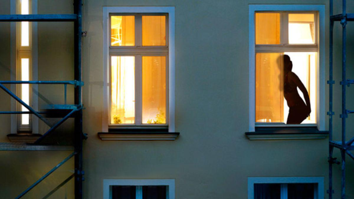 Видео подглядывать в чужие окна считаю