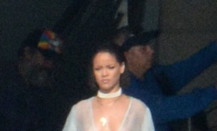Photos Rihanna Goes Nude In New Video Shoot  Bso-7250