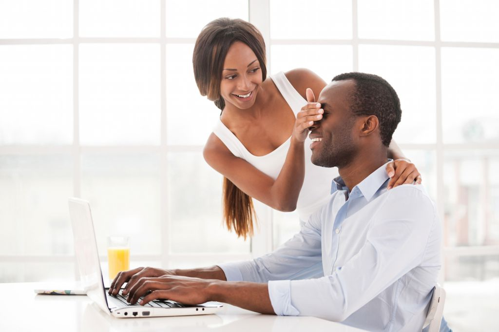 dating your coworker Also, it's entirely unprofessional to complain about your personal relationships at work, whether you're dating a colleague or not 7 don't let disagreements affect your work.