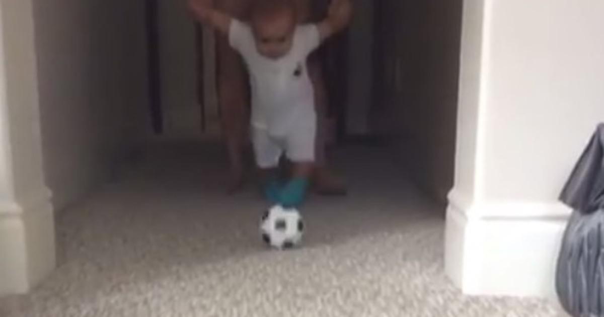 Video Watch Landon Donovan S Eight Month Baby Kick A