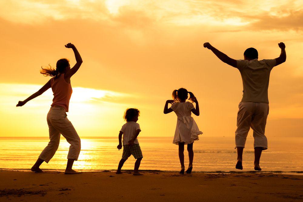 Новым годом, картинки танцующих детей с родителями