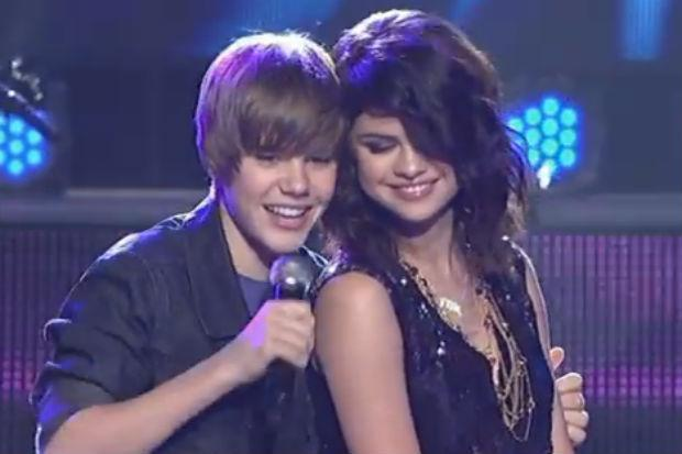 A 15-Year-Old Justin Bieber Sings to Selena Gomez on New ... Justin Bieber Selena Gomez 2009