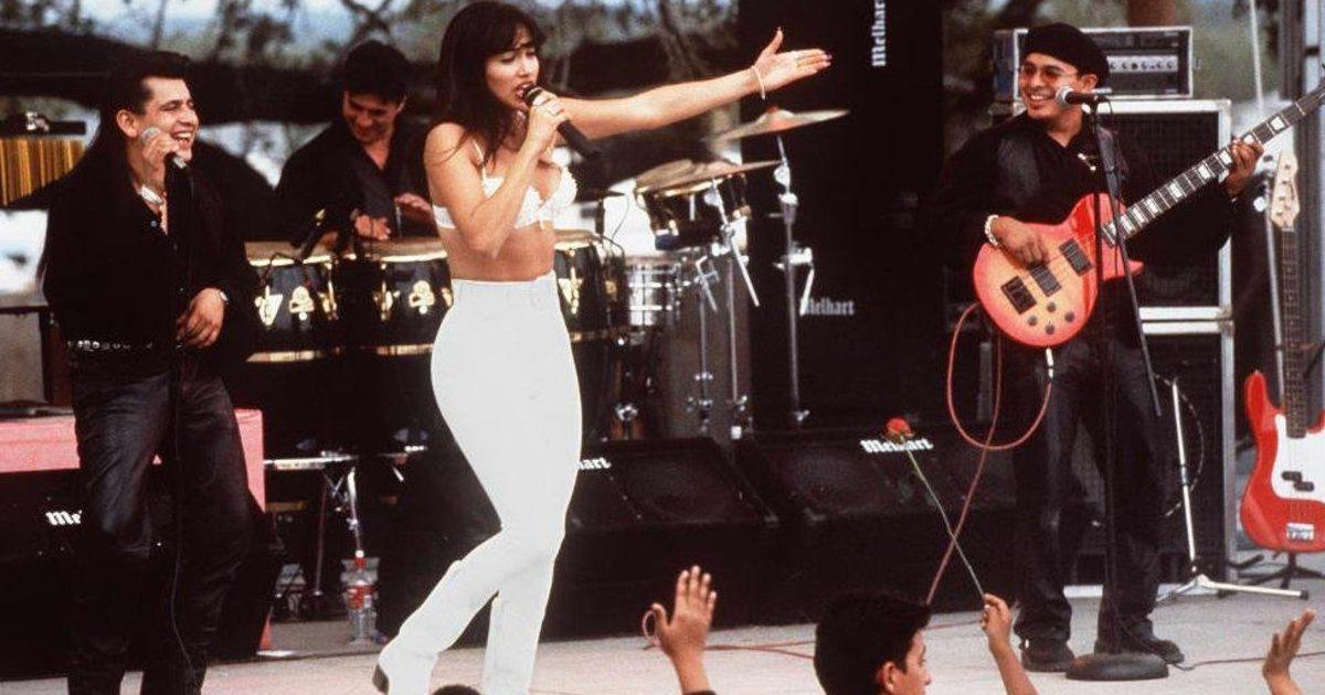 Watch Jennifer Lopez Strike A Pose As Selena In '90s Photo ... Jennifer Lopez On Facebook