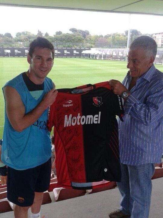 476411288fc Messi with Newell's Old Boys jersey <3