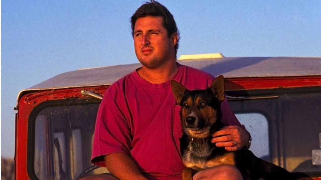 tim wintons dirt music critical Personal trauma/historical trauma in tim winton's dirt music b árbara a rizti u nlike other authors who pour their own traumatic experi- ences into their fiction, the australian tim winton does not seem to have had more than the average share of trauma in his life.