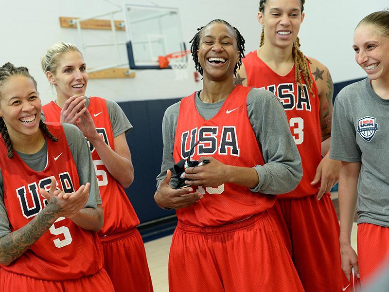 omens basketball team practiced - 800×600