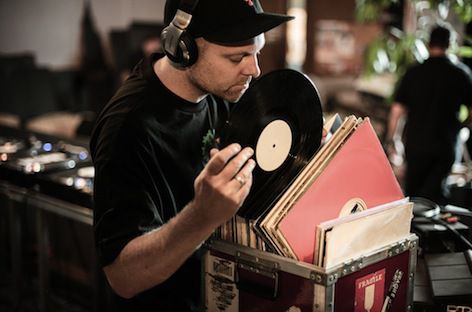 dj shadow to sell records from his personal collection in la. Black Bedroom Furniture Sets. Home Design Ideas