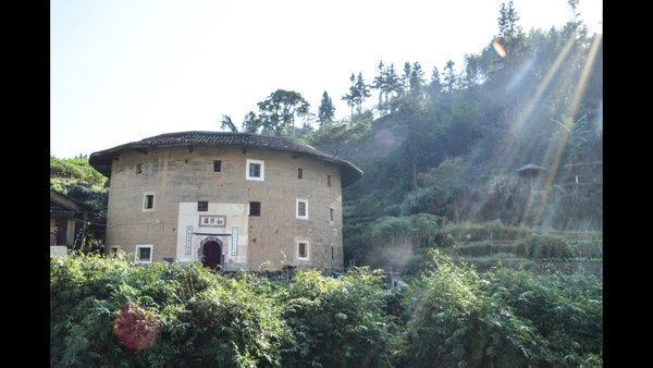 In china clans 39 fortress homes abandoned for modern amenities for Fortress homes
