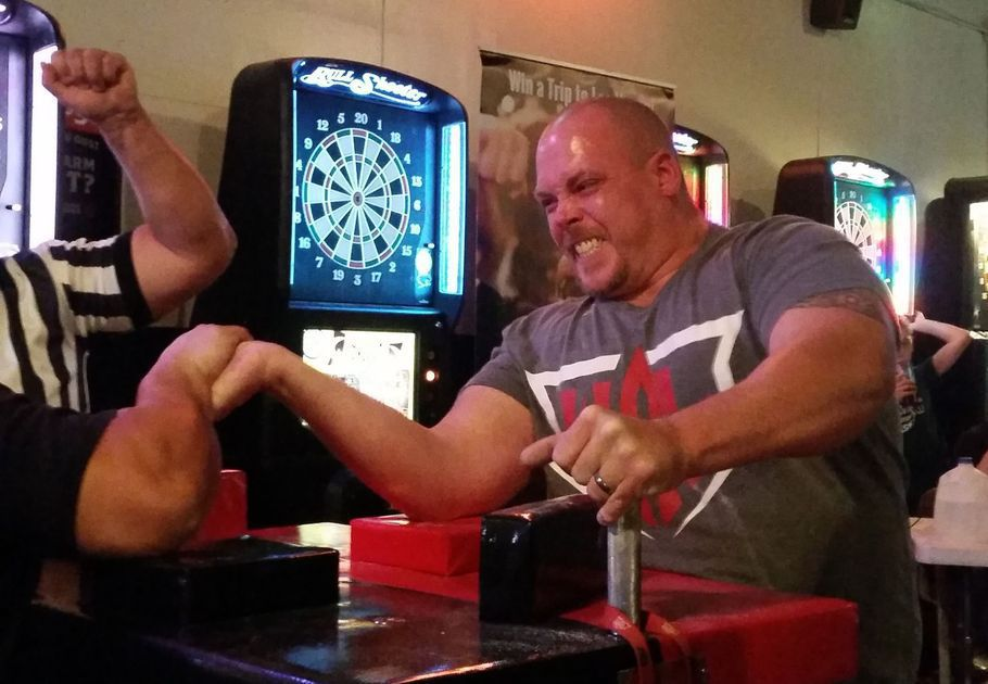 arm wrestling contest