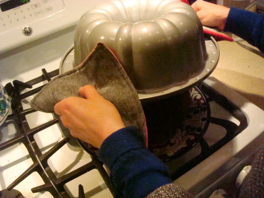Best Way To Remove Bundt Cake From Pan