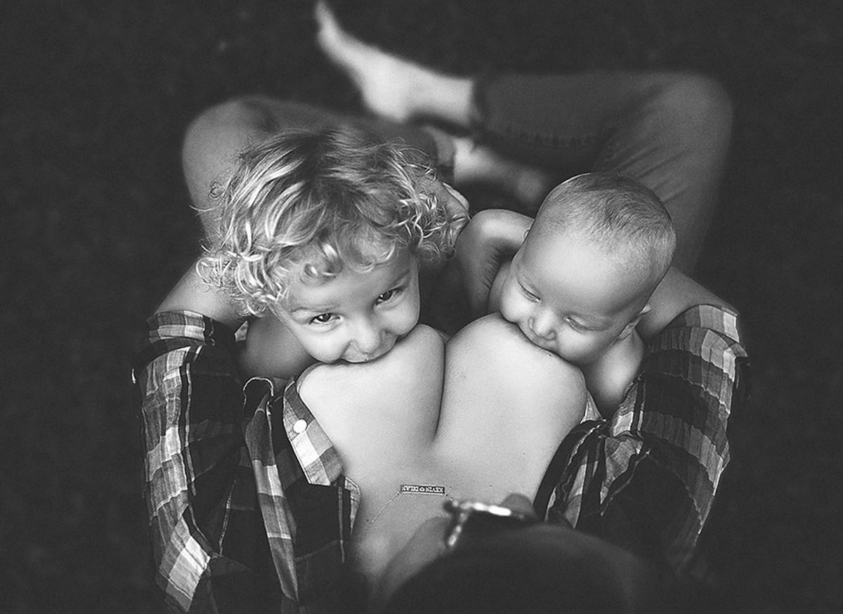 Секс мымы с сыном фото, Регулярный инцент матери и сына (28 фото) 10 фотография