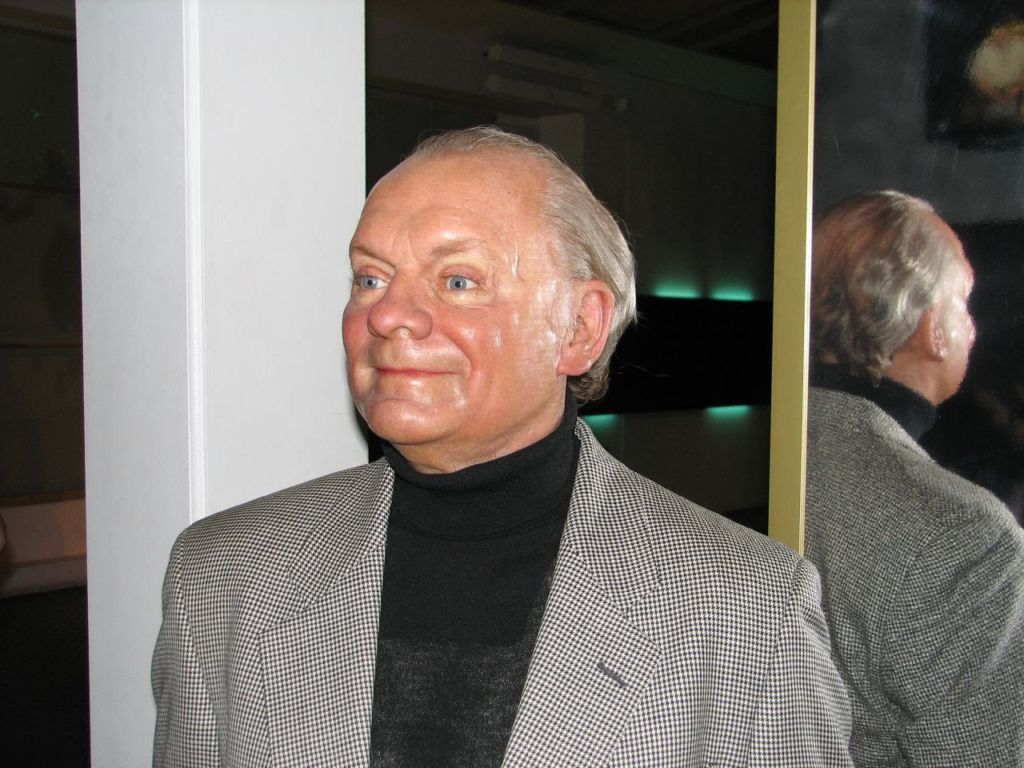 Watch David Jason (born 1940) video