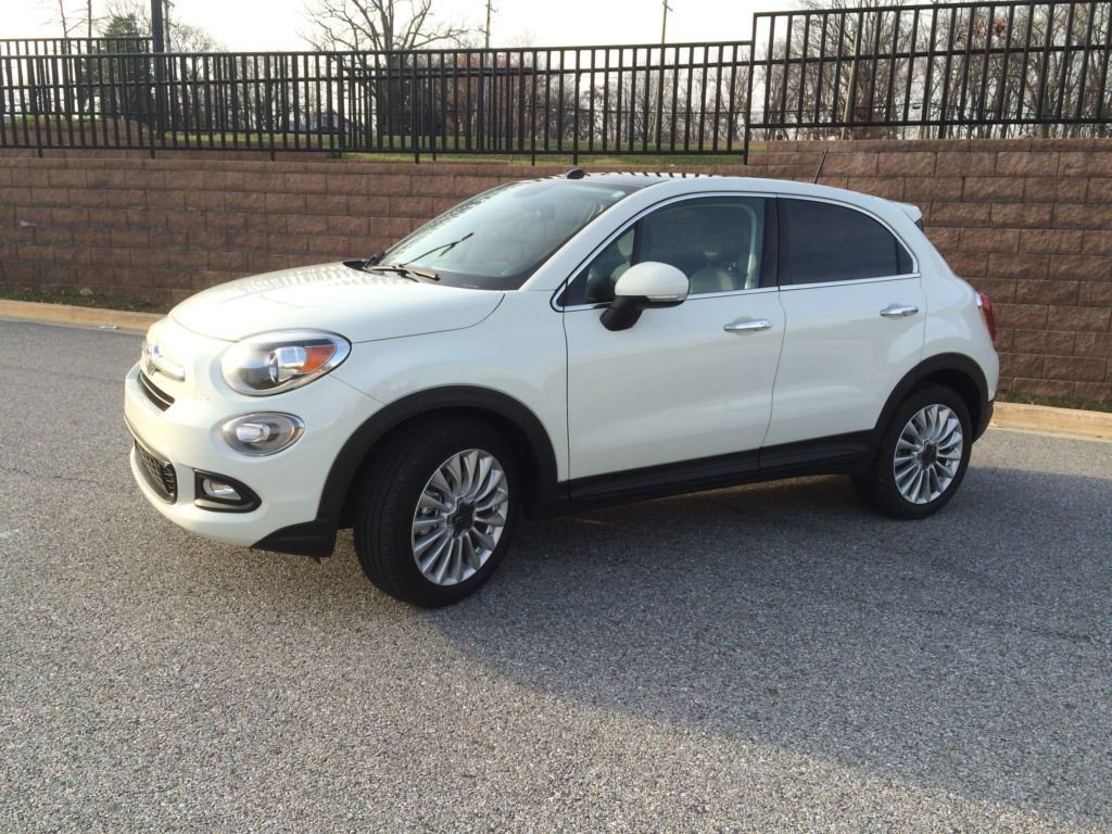 fiat goes mainstream with the 2016 fiat 500x compact crossover. Black Bedroom Furniture Sets. Home Design Ideas
