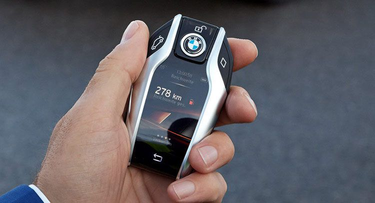 New Bmw 7 Series Has A Super Cool Key Fob With A Digital
