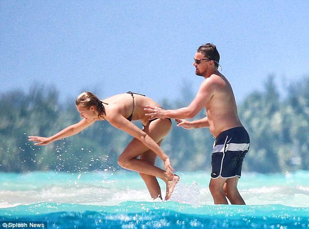 Leo Dicaprio At The Beach With His Girlfriend Toni Garnn-5908