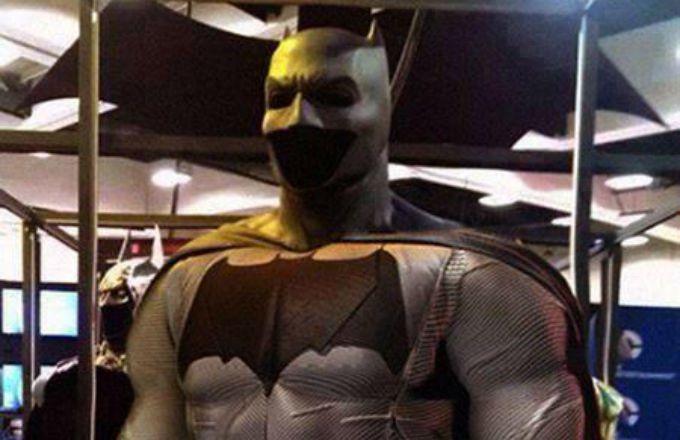 """""""Batman v. Superman"""" Full Batsuit Is Finally Revealed"""