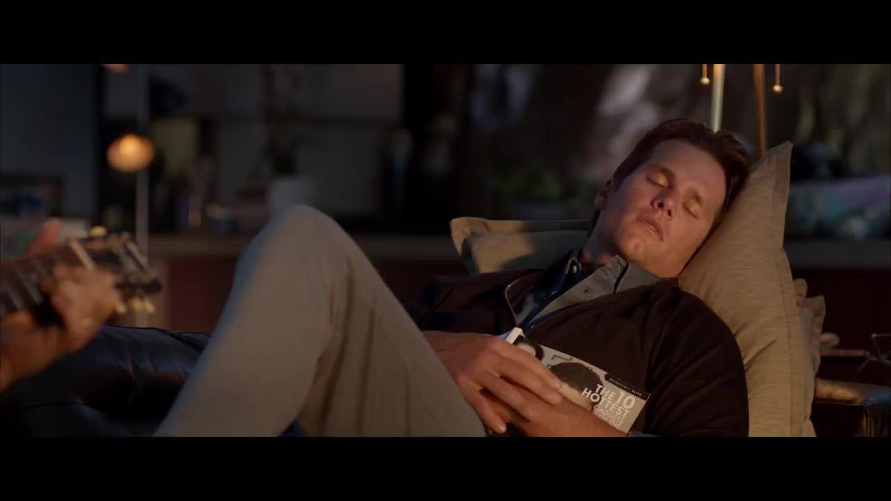 Jeff Bridges sings a l...
