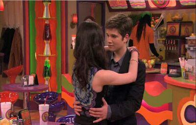how did sam and freddie start dating on icarly