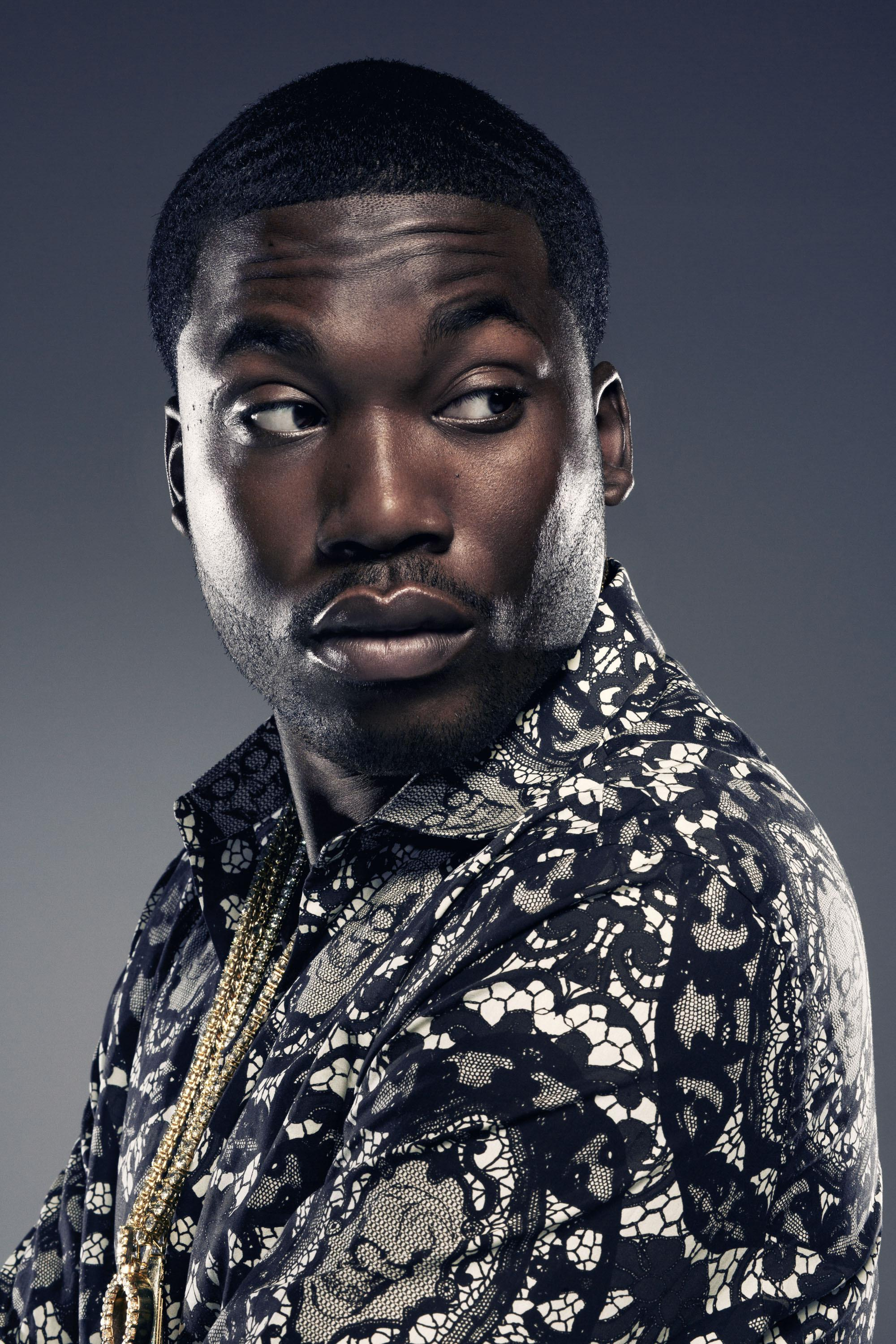 Meek Mill de son vrai nom Robert Rihmeek Williams né le 6 mai 1987 à Philadelphie en Pennsylvanie est un rappeur et auteurcompositeur américain