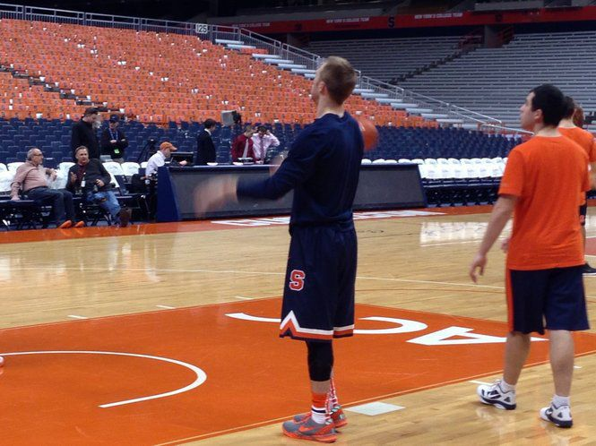Syracuse Basketball Debuts New Nike Retro Uniforms Complete With