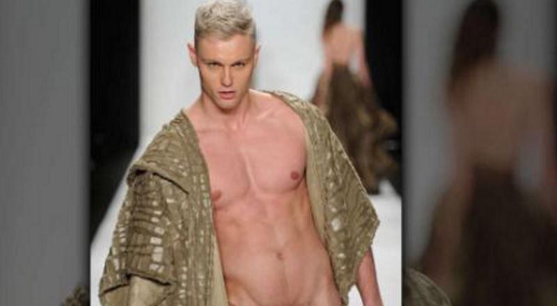Moški model prevzame obleko za rojstni dan-1713
