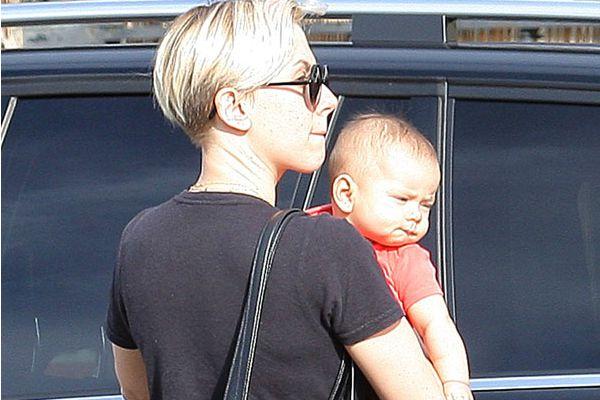 Photo of Scarlett Johansson  & her Daughter  Rose Dorothy