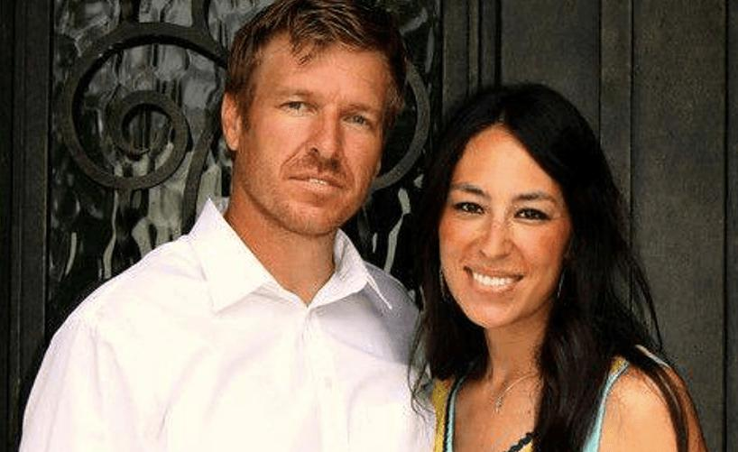 radar online accuses chip joanna gaines of 39 fixer upper 39 being fake here 39 s the problem with that. Black Bedroom Furniture Sets. Home Design Ideas