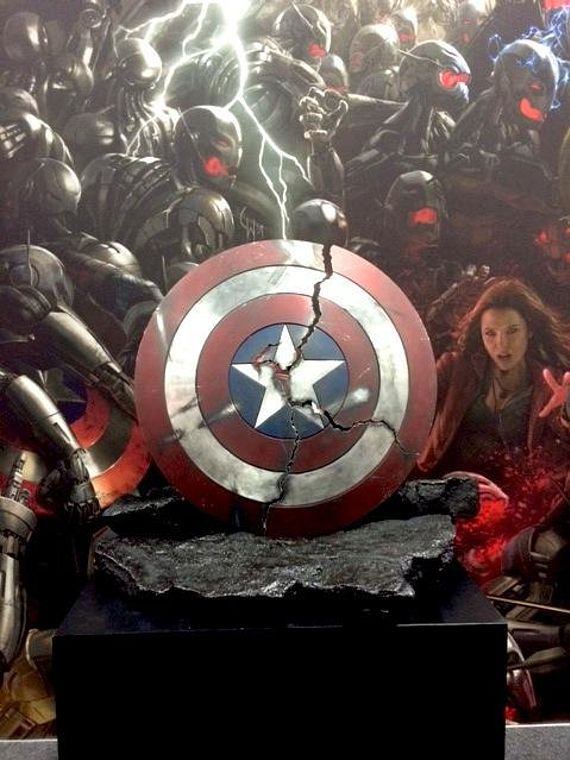Avengers 2 age of ultron sdcc teaser footage is bone chilling