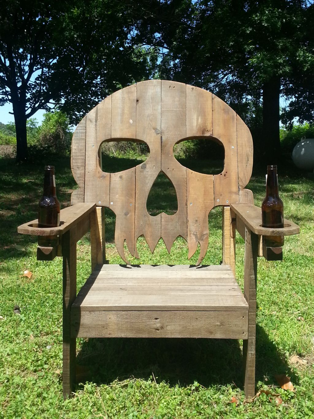 pallet skull chair 1001 pallets. Black Bedroom Furniture Sets. Home Design Ideas