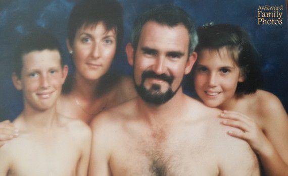 Top 10 Awkward Family Portraits-4764