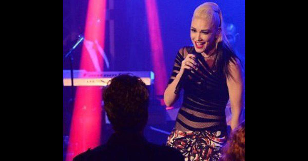 Watch Blake Shelton and Gwen Stefani flaunt their spark ... Gwen Stefani