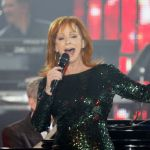 Reba mcentire mentors 39 the voice 39 top 12 tonight for Asian cuisine grimes ia