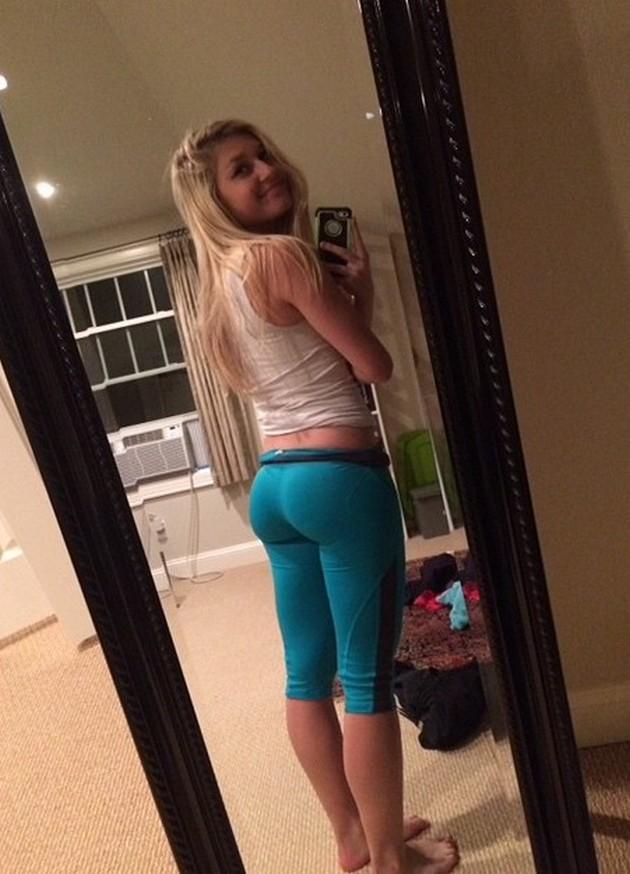 Hot Girls In Yoga Pants-7052