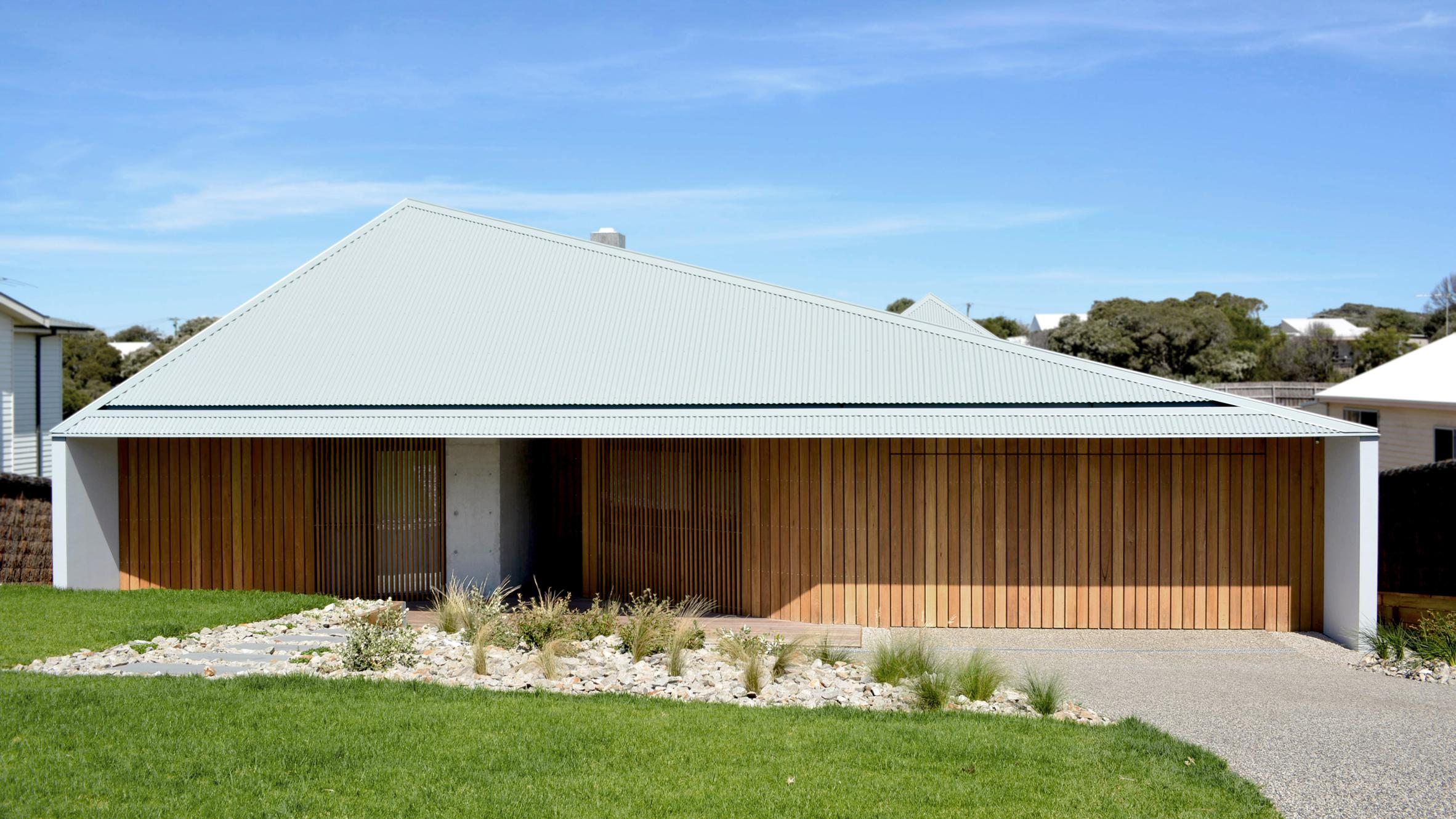 Sorrento house is a modern take on australian seaside for Architecture firms in australia