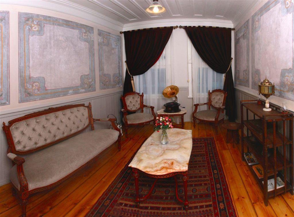 Places lockerdome for Educa suites balat hotel