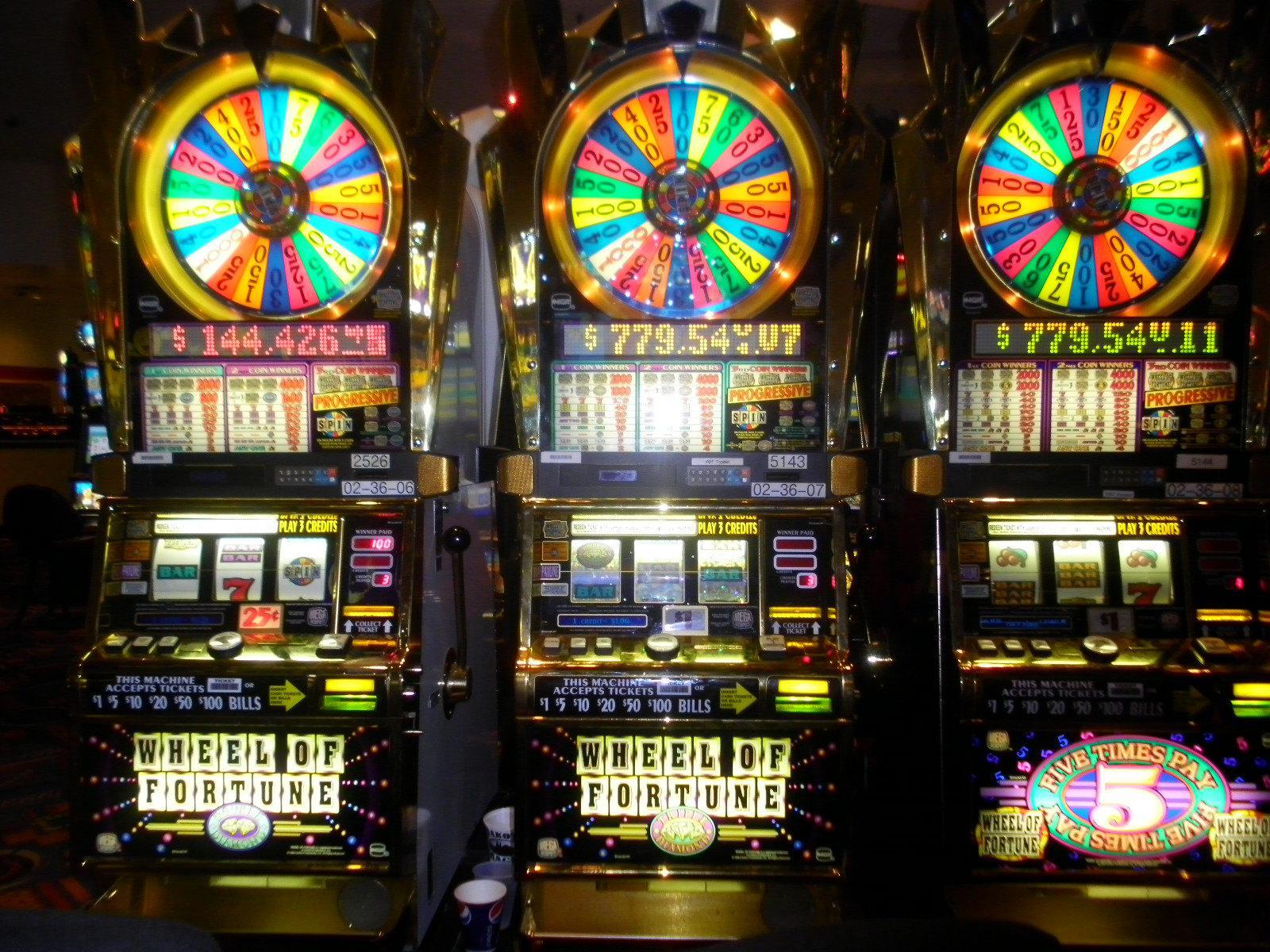 Free slot machine play casino